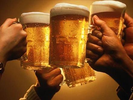 Вкусное ароматное пиво лучше пить в